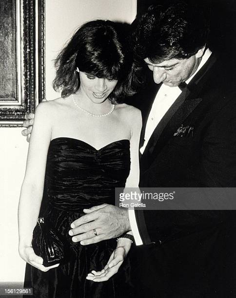 Football player Joe Namath and wife Deborah Mays attending 'Ronald Reagan Hosts State Dinner Honoring the President of Algeria' on April 17 1985 at...