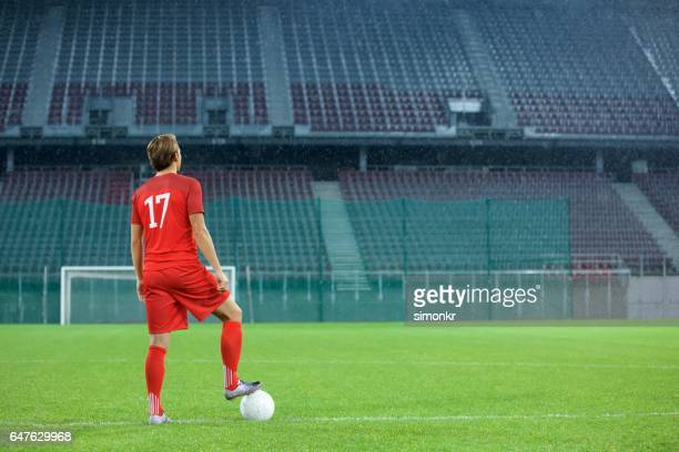football player standing in stadium - audience free event stock pictures, royalty-free photos & images