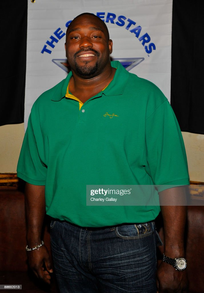 Football player Warren Sapp attends ABC Television & Juma Entertainment's 'The Superstars' premiere party at Saddle Ranch on June 23, 2009 in Universal City, California.