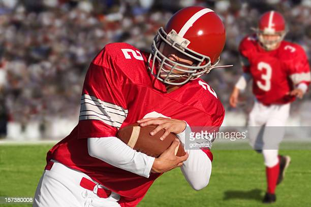 football players on field - quarterback stock pictures, royalty-free photos & images