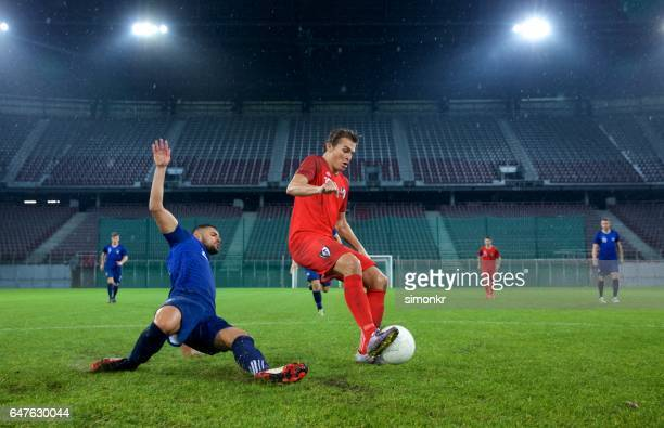 football players playing football - audience free event stock pictures, royalty-free photos & images