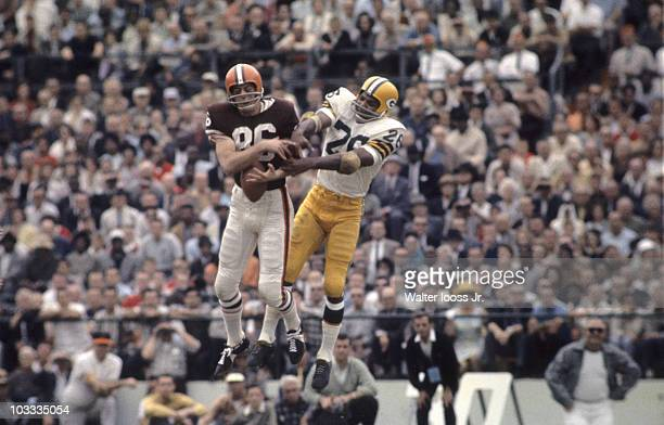 Playoff Bowl Cleveland Browns Gary Collins in action vs Green Bay Packers Herb Adderly Miami FL 1/9/1964 CREDIT Walter Iooss Jr