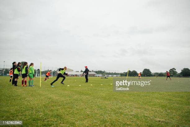 サッカー練習ドリル - 練習 ストックフォトと画像