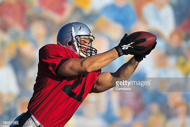 football receiver catching ball - catching stock pictures, royalty-free photos & images