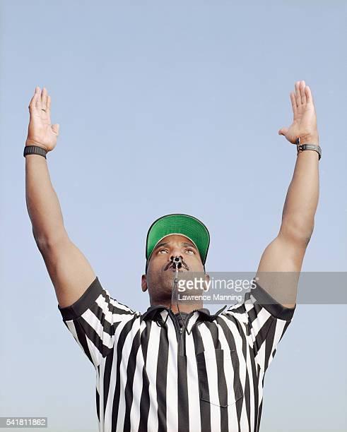 football referee signalling touchdown - touchdown stockfoto's en -beelden