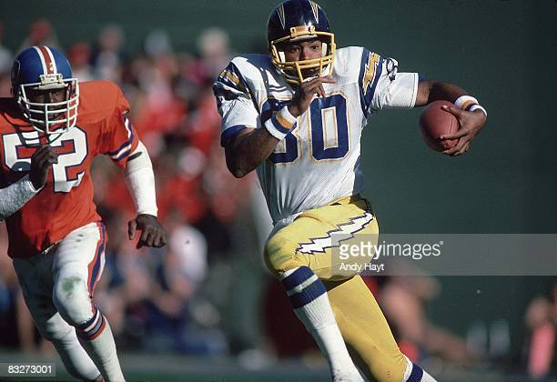 San Diego Chargers Kellen Winslow in action rushing vs Denver Broncos San Diego CA CREDIT Andy Hayt