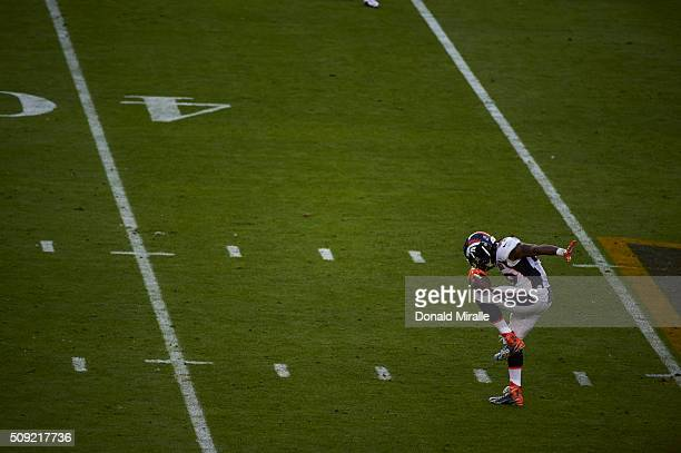 Super Bowl 50 Denver Broncos Danny Trevathan victorious in dab pose on field during game vs Carolina Panthers at Levi's Stadium Santa Clara CA CREDIT...