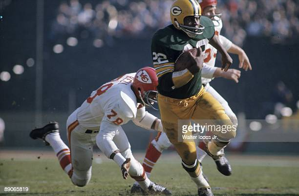 Super Bowl I Green Bay Packers Elijah Pitts in action rushing vs Kansas City Chiefs Los Angeles CA 1/15/1967 CREDIT Walter Iooss Jr