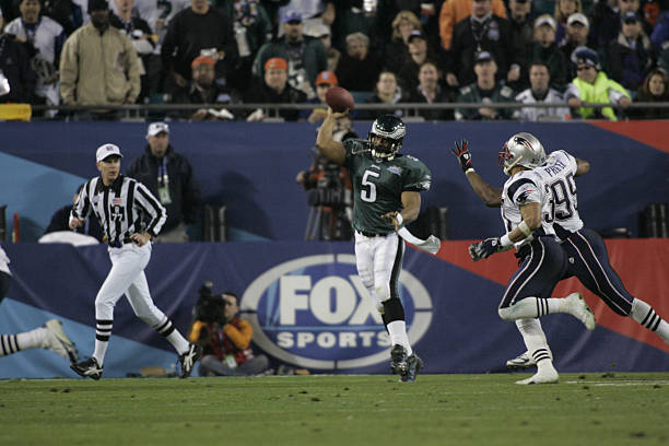 https://media.gettyimages.com/photos/football-super-bowl-philadelphia-eagles-donovan-mcnabb-against-new-picture-id110312881?k=6&m=110312881&s=612x612&w=0&h=pkFAQ9eQixAiV34EgA_1nEfuCDBEyp7TDy8m_d6AqeY=