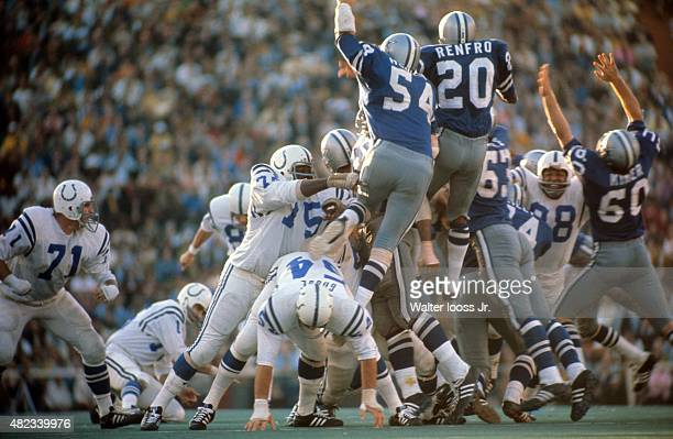 Super Bowl V Baltimore Colts Jim O'Brien in action making game winning 32 yard field goal kick vs Dallas Cowboys Chuck Howley and Mel Renfro at...
