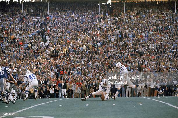 Super Bowl V Baltimore Colts Jim O'Brien in action making game winning 32 yard field goal kick from snap by QB Earl Morrall vs Dallas Cowboys Miami...
