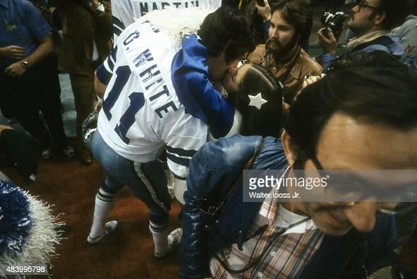 Dallas Cowboy backup QB Danny White victorious, kissing