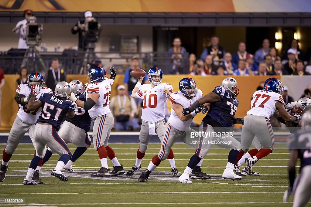 New York Giants QB Eli Manning in action, pass vs New