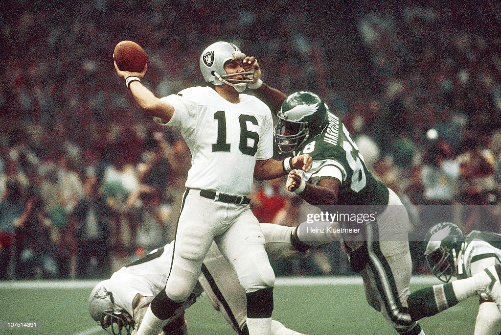 https://media.gettyimages.com/photos/football-super-bowl-xv-oakland-raiders-qb-jim-plunkett-in-action-vs-picture-id107514391?k=6&m=107514391&s=612x612&w=0&h=5-v6OAosP9_9lPAmdgJB7xiJKbWHhha2Xl3WXQaBmDM=