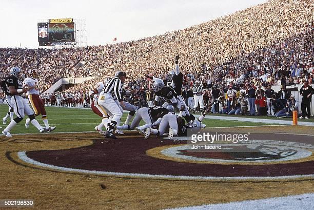 Super Bowl XVIII Los Angeles Raiders Derrick Jensen in action scoring touchdown after blocking kick by Washington Redskins Jeff Hayes at Tampa...