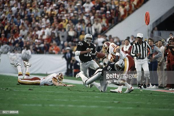 Super Bowl XVIII Los Angeles Raiders Marcus Allen in action rushing vs Washington Redskins at Tampa Stadium Tampa FL CREDIT John Iacono