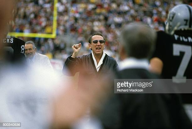 Super Bowl XVIII Los Angeles Raiders owner and general manager Al Davis on field before game vs Washington Redskins at Tampa Stadium Tampa FL CREDIT...