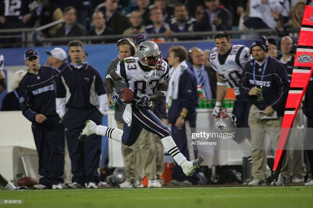 https://media.gettyimages.com/photos/football-super-bowl-xxxix-new-england-patriots-deion-branch-in-action-picture-id81342213?k=6&m=81342213&s=612x612&w=0&h=znMU_7jTLDYMabsCUTcFp8sc28FdiB2aGozEaqVC9l8=