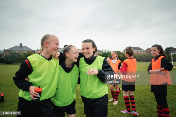 football team bonding - sports team stock pictures, royalty-free photos & images