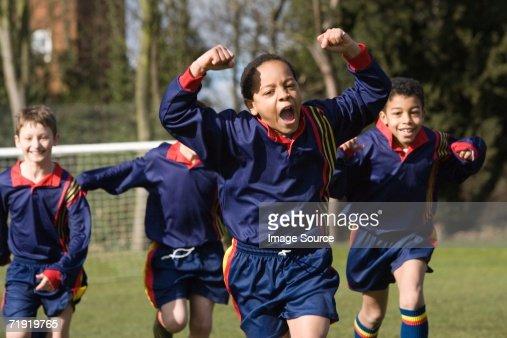 Squadra di calcio festeggia