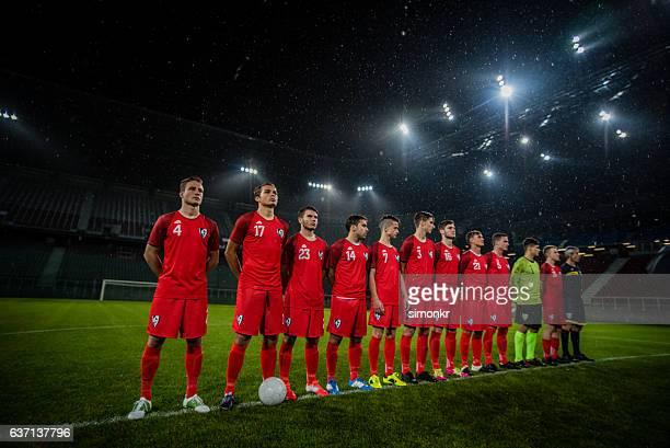 football team in a row - fußballmannschaft stock-fotos und bilder