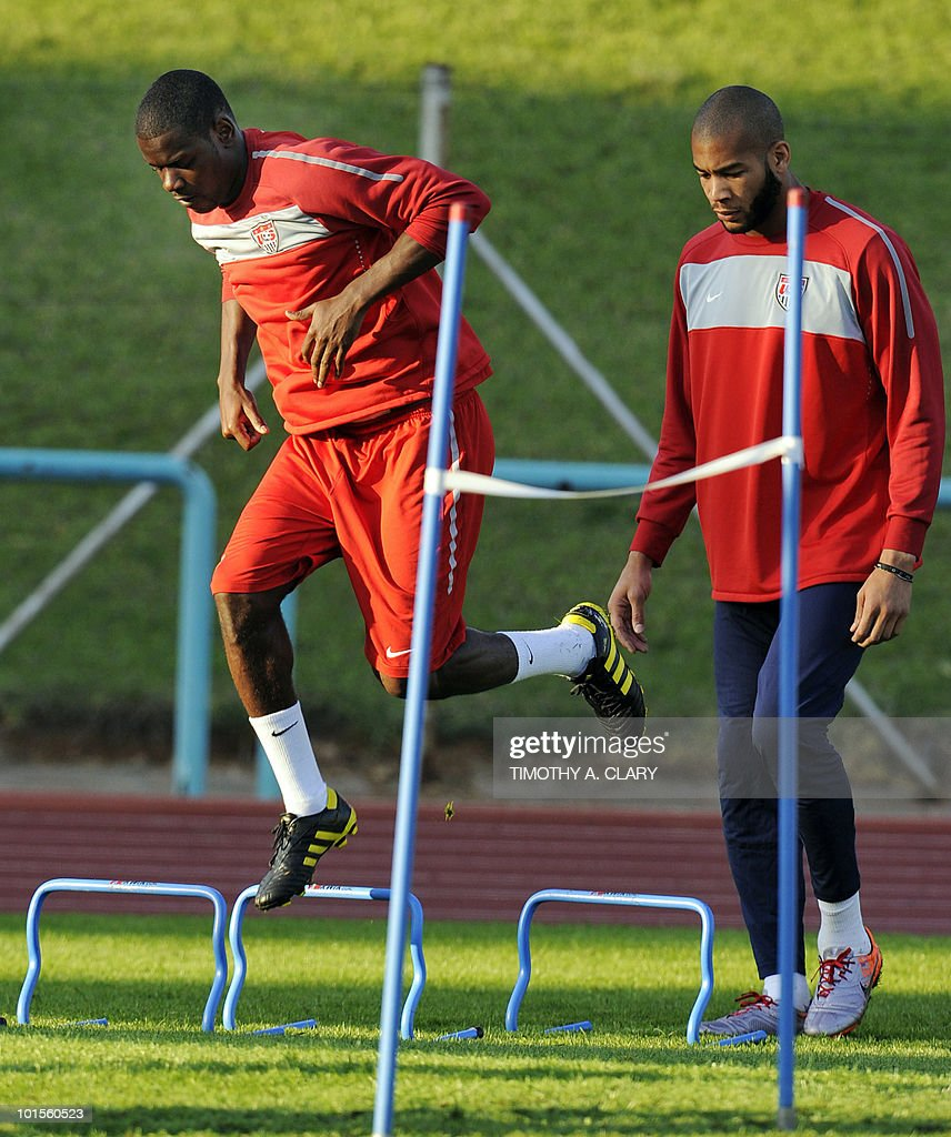 US football team players Maurice Edu (L) and Oguchi Onyewu take part in a training session at Pilditch Stadium on June 2, 2010 in preparation for the 2010 FIFA World Cup held in South Africa.