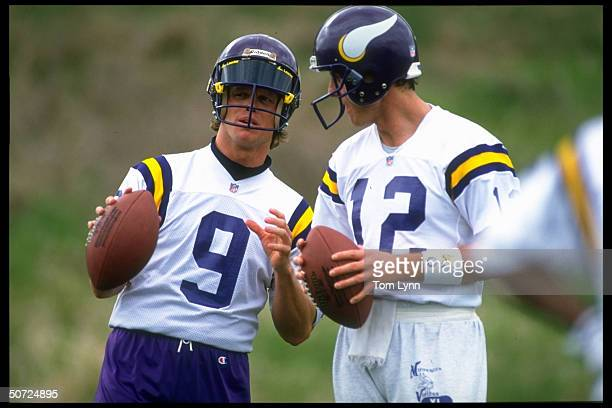 Training Camp Minnesota Vikings Jim McMahon talking w #12 Sean Salisbury