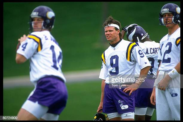 Training Camp Minnesota Vikings Jim McMahon watching Brad Johnson in action