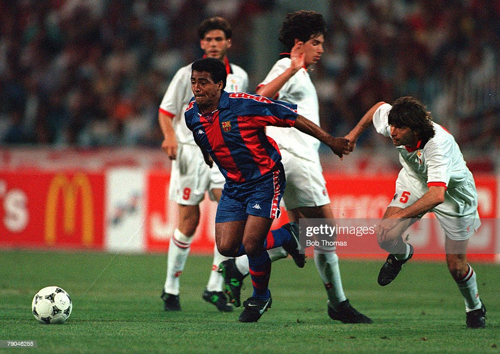 Football. UEFA Champions League Final. Athens, Greece. 18th May 1994. AC Milan 4 v Barcelona 0. Barcelona's Romario on the attack. : ニュース写真