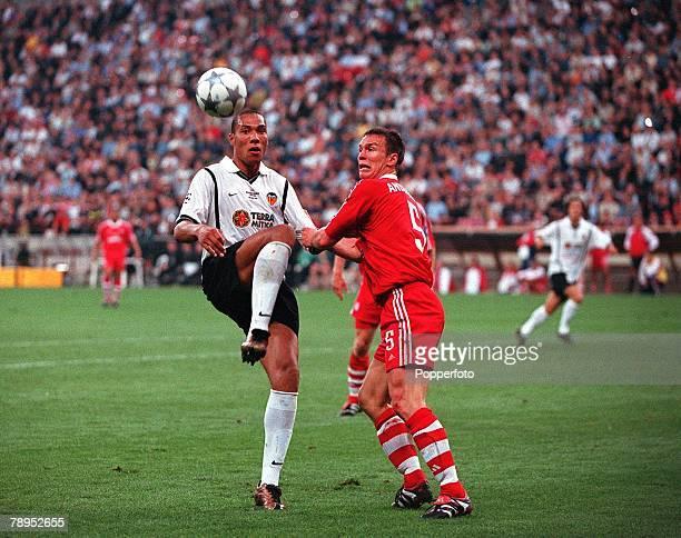 Football UEFA Champions League Final Milan Italy 23rd May 2001 Bayern Munich 1 v Valencia 1 Valencia's John Carew is challenged by Bayern Munich's...