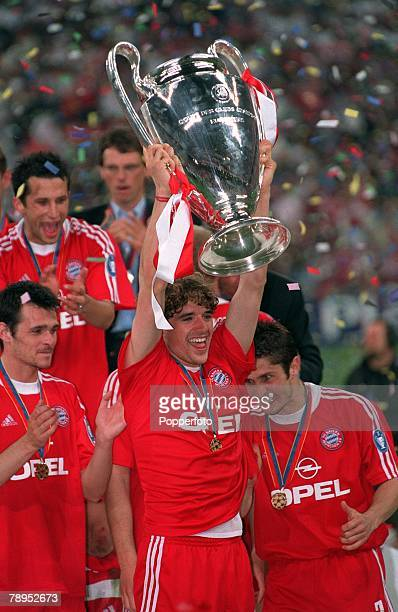 Football UEFA Champions League Final Milan Italy 23rd May 2001 Bayern Munich 1 v Valencia 1 Bayern Munich's Owen Hargreaves holds the European Cup...