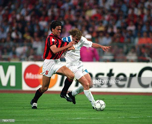Football UEFA Champions League Final Munich Germany 26th May 1993 Marseille 1 v AC Milan 0 Marseille's Rudi Voller battles for the ball with AC...