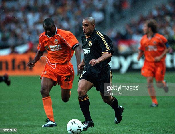 Football UEFA Champions League Final Paris France 24th May Real Madrid 3 v Valencia 0 Real Madrid's Roberto Carlos on the ball chased by Jocelyn...