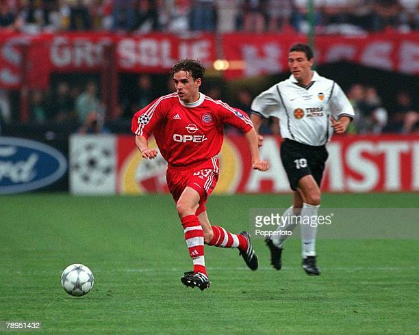 Football UEFA Champions League Milan Italy 23rd May 2001 Bayern Munich 1 v Valencia 1 Bayern Munich's Owen Hargreaves on the ball
