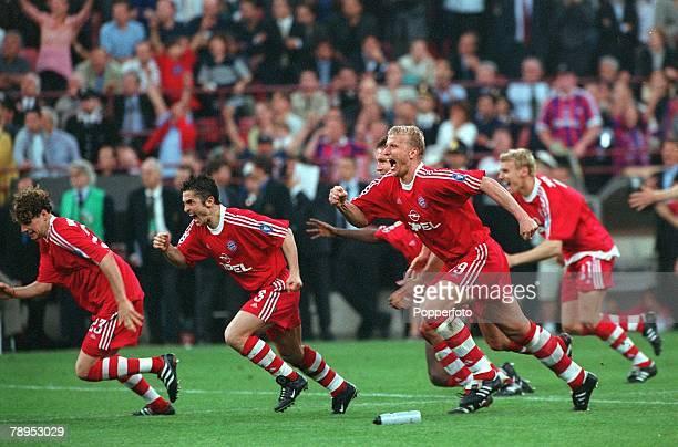 Football UEFA Champions League Milan Italy 23rd May 2001 Bayern Munich 1 v Valencia 1 Bayern Munich players LR Owen Hargreaves Bixente Lizarazu and...