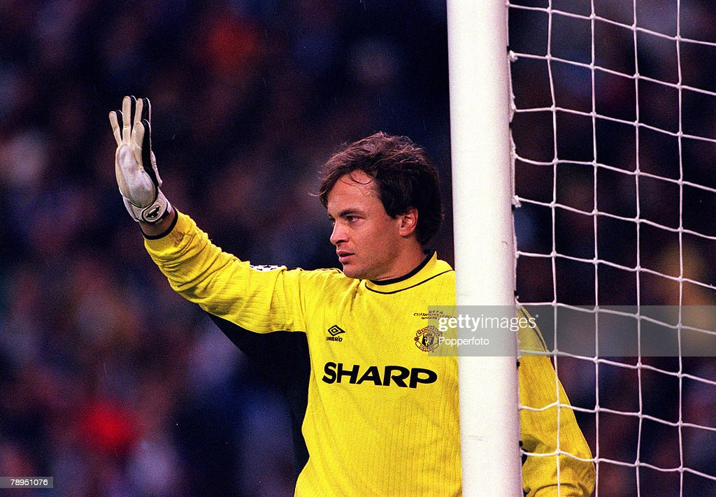 Football. UEFA Champions League, Quarter-final, 1st Leg. 4th April 2000. Madrid, Spain. Real Madrid 0 v Manchester United 0. Mark Bosnich, Goalkeeper, Manchester United. : News Photo