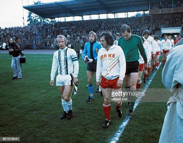 football UEFA Cup Europa League 1974/1975 final return leg Diekman Stadium FC Twente Enschede versus Borussia Moenchengladbach 15 runningin ahead...