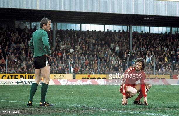 football UEFA Cup Europa League 1974/1975 final return leg Diekman Stadium FC Twente Enschede versus Borussia Moenchengladbach 15 keeper Volkmar...