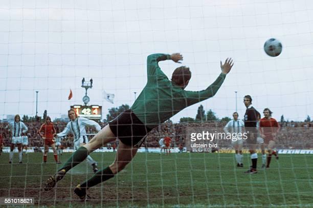 football UEFA Cup Europa League 1974/1975 final return leg Diekman Stadium FC Twente Enschede versus Borussia Moenchengladbach 15 Allan Simonsen 3fl...