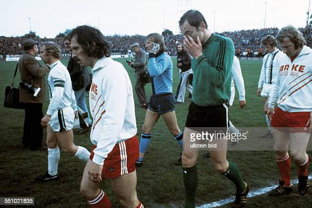 football UEFA Cup Europa League 1974/1975 final return leg Diekman Stadium FC Twente Enschede versus Borussia Moenchengladbach 15 runningin fltr team...