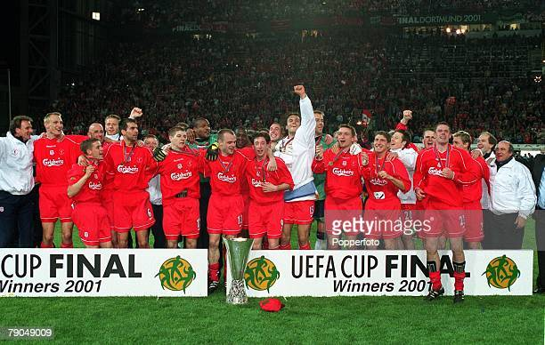 Football UEFA Cup Final 16th May 2001 Dortmund Germany Liverpool 5 v Deportivo Alaves 4 The victorious Liverpool team celebrate together with the...