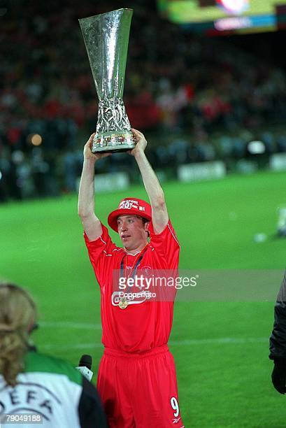 Football UEFA CUP Final 16th May 2001 Dortmund Germany Liverpool 5 v Deportivo Alaves 4 Liverpool club captain Robbie Fowler proudly holds aloft the...