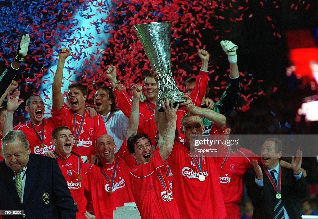 Football. UEFA CUP Final. 16th May 2001. Dortmund, Germany. Liverpool 5 v Deportivo Alaves 4 (on golden goal). Liverpool's Robbie Fowler and Sammy Hyypia jointly hold aloft the trophy as the team celebrate amongst the falling ticker-tape. : News Photo