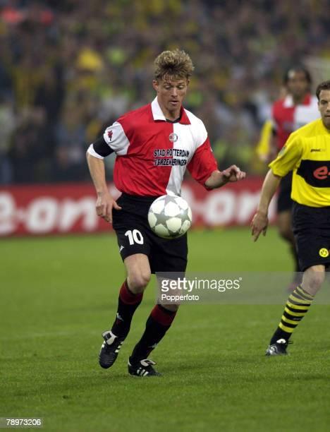 Football UEFA Cup Final Rotterdam Holland 8th May 2002 Feyenoord 3 v Borussia Dortmund 2 Jon Dahl Tomasson Feyenoord