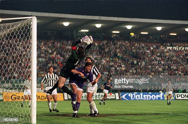Football UEFA Cup Final Second Leg Florence Italy 16th May 1990 Fiorentina 0 v Juventus 0 Juventus goalkeeper Stefano Tacconi catches the ball under...