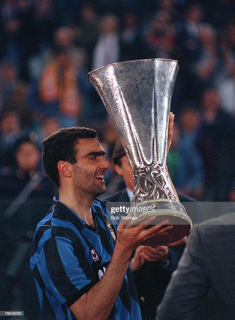 Football. UEFA Cup Final, Second Leg. Rome, Italy. 22nd May 1991. Roma 1 v Inter Milan 0 (Inter win 2-1 on aggregate). Inter Milan captain Giuseppe Bergomi lifts the trophy. : News Photo