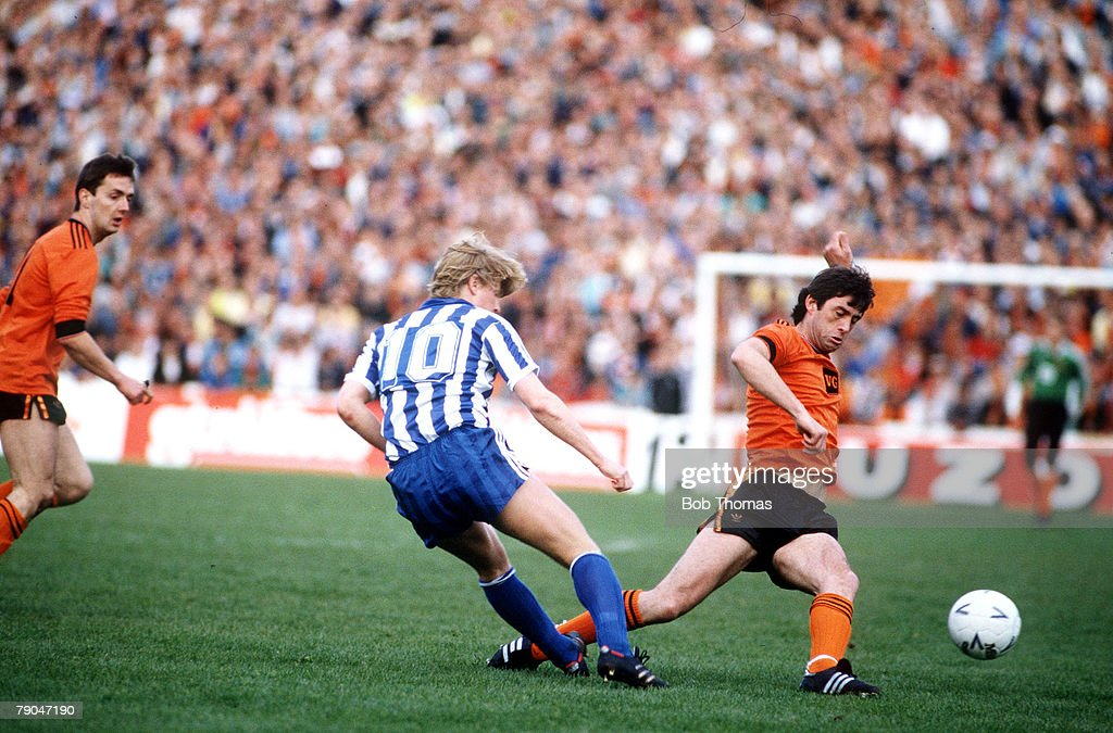 Football. UEFA Cup Final, Second Leg. Tannadice Park, Scotland. 20th May 1987. Dundee United 1 v IFK Gothenburg 1 (Gothenburg win 2-1 on aggregate). Gothenburg's Stefan Pettersson is tackled by Dundee United captain David Narey. : News Photo