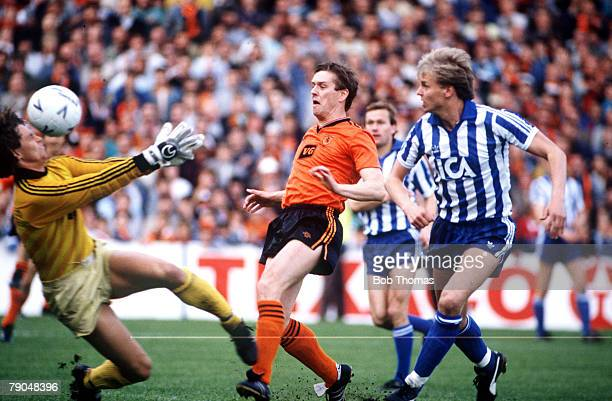 Football UEFA Cup Final Second Leg Tannadice Park Scotland 20th May 1987 Dundee United 1 v IFK Gothenburg 1 Dundee United's Billy Kirkwood causes...