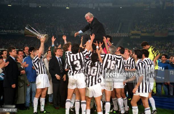 Football, UEFA Cup Final, Second Leg, Turin, Italy, 19th May 1993, Juventus 3 v Borussia Dortmund 0 , The Juventus team and officials lift coach...
