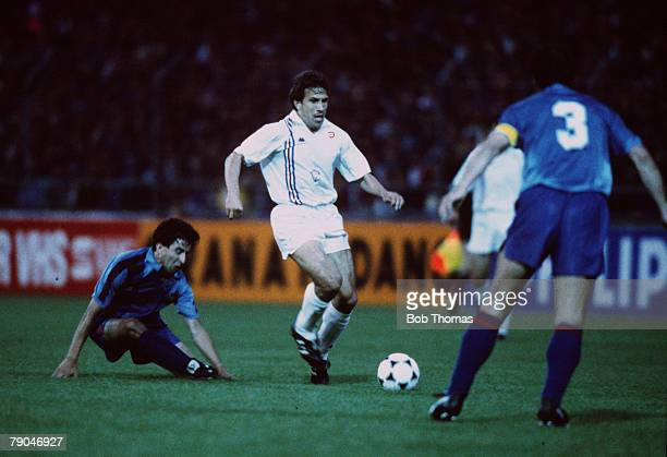 Football UEFA Cup Winners Cup Final Berne Switzerland 10th May 1989 Barcelona 2 v Sampdoria 0 Sampdoria's Victor moves forward with the ball